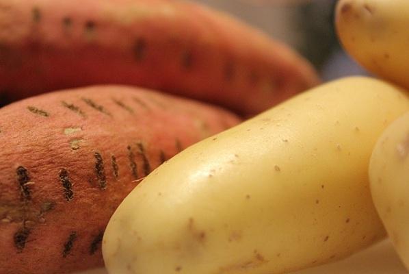 Surra pølser med hjemmelaget potetmos