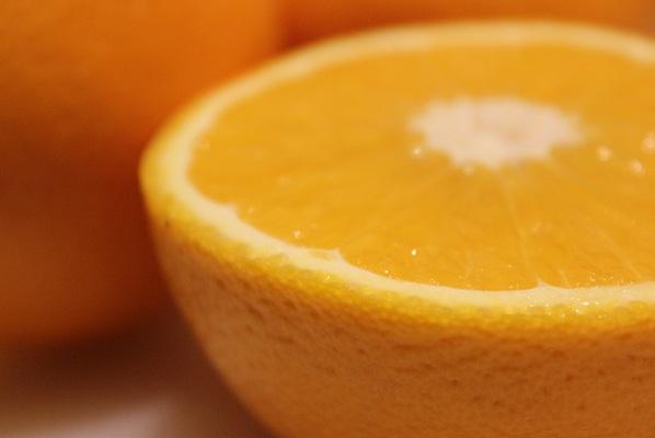Fersk og heit appelsinjuice