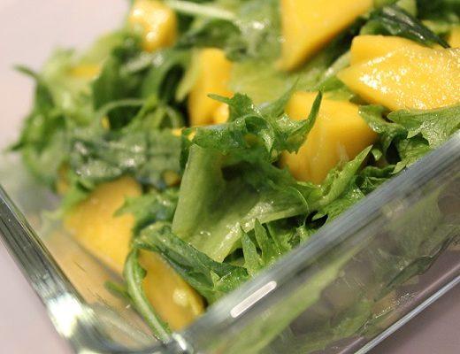 Grønn salat med mango