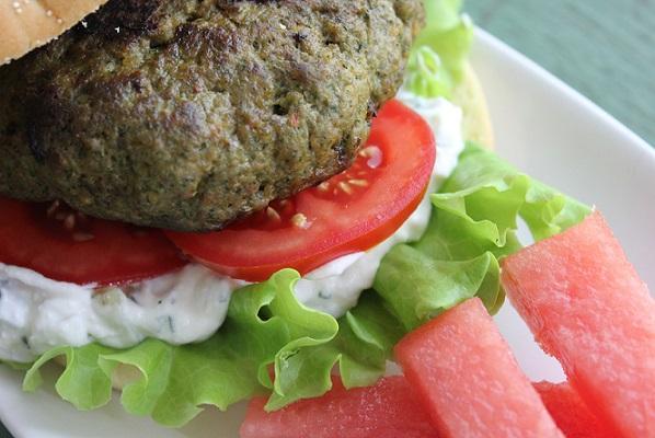 Saftig spinatburger med fetaost