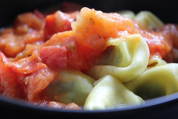 Tortelloni med en kjapp tomatsaus