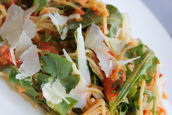 Pasta med chorizo og tomatsaus