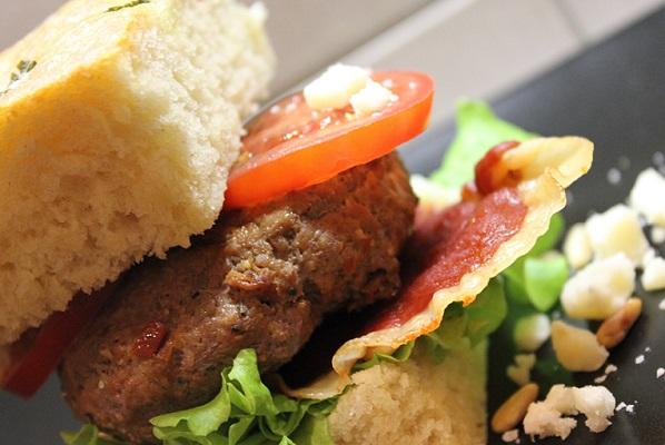 Hamburger med italienske favoritter