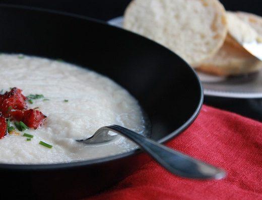 Blomkål- og ingefærsuppe med chorizo