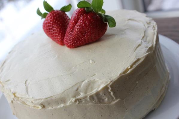 Rødbete- og sjokolademarmorert kake med blåbær