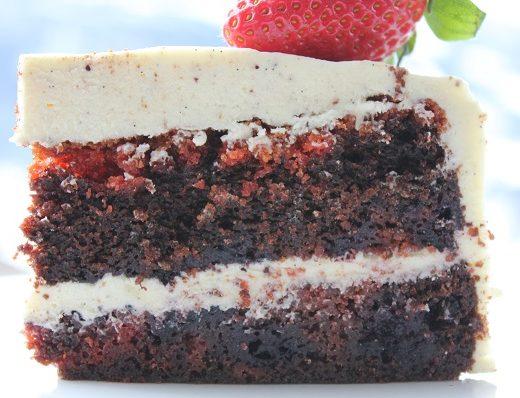 Rodbete- og sjokolademarmorert kake med blaabaer5