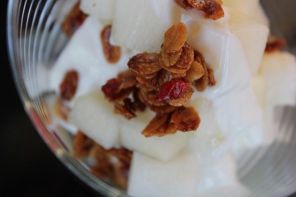 Honningmelon med yoghurt og havre- og chilicrunch