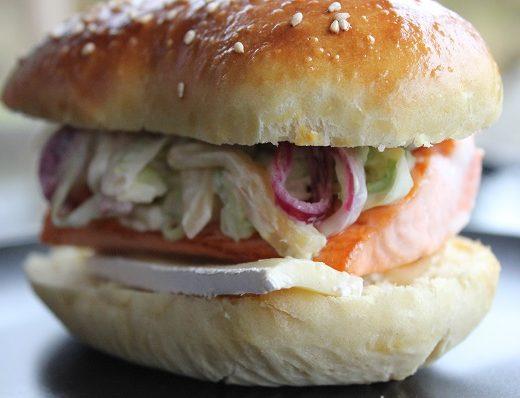 Lakseburger med nykaalsalat