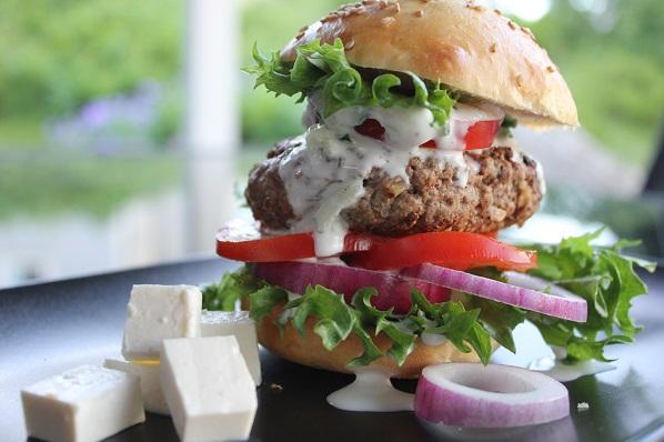 Hamburger med fetaost - helt gresk