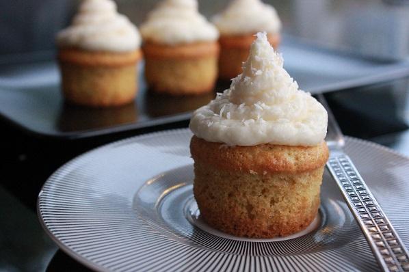Muffins med fennikel toppet med ostekrem med kokos