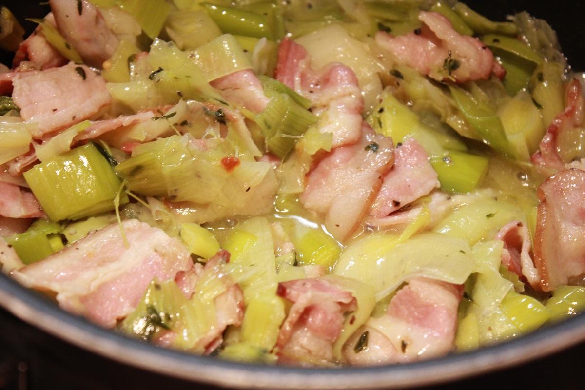 Pasta med fyldig purresaus og bacon