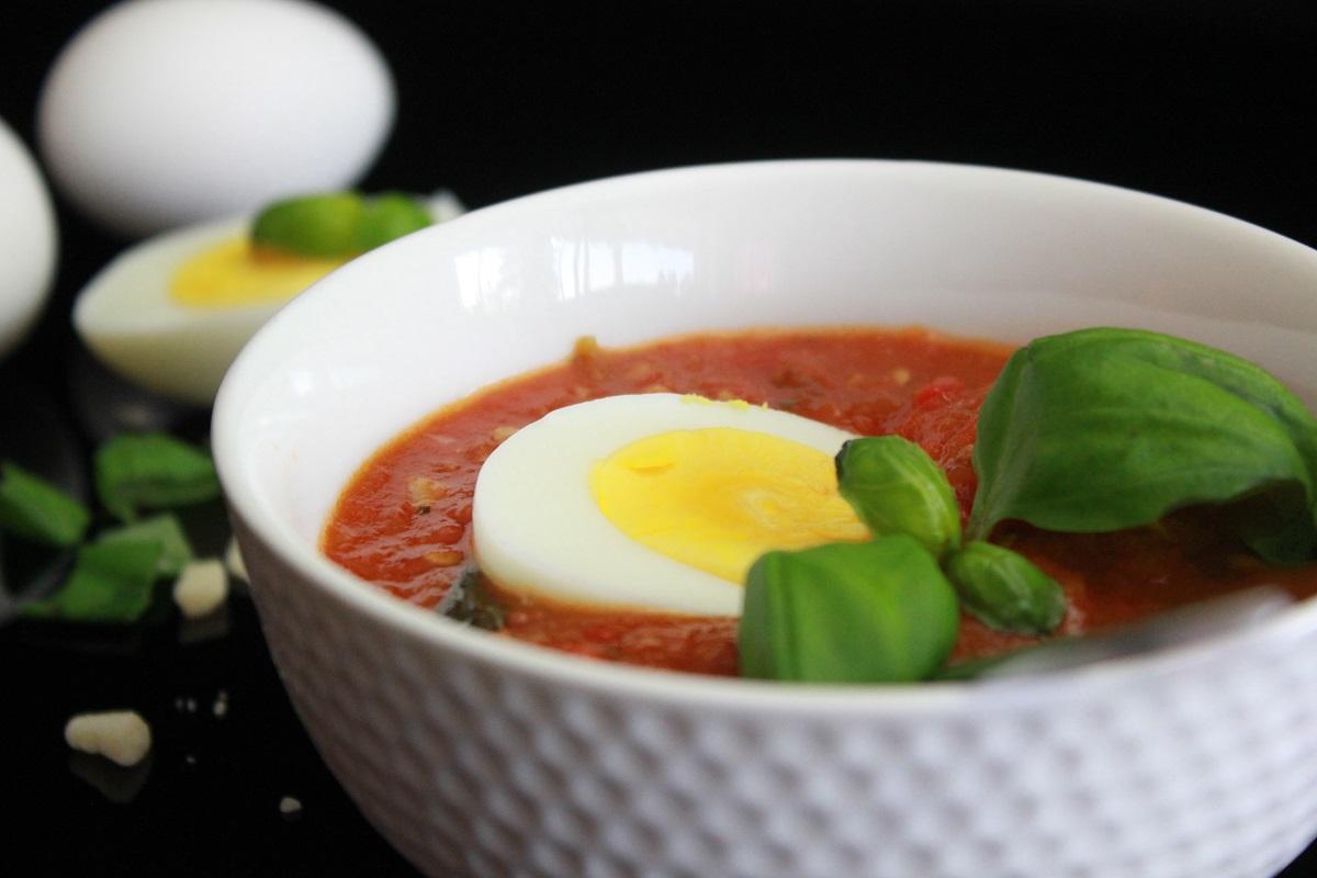 Solkysset Tomatsuppe med hvitløksbrød