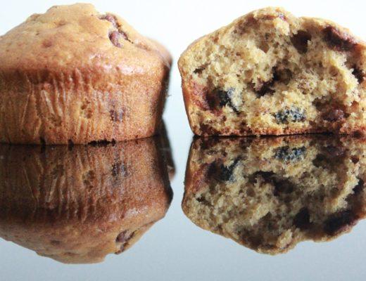 Bananmuffins med blåbær og sjokolade
