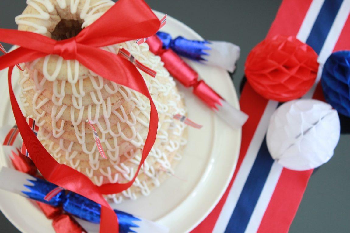 Kransekake er en selvfølge til kake- og koldtbordet når man feirer store anledninger som f.eks. konfirmasjon, bryllup, dåp, til 17. mai og til jul.