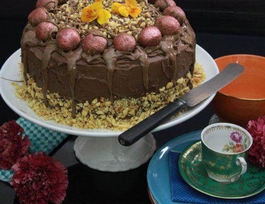 Festpyntet sjokoladekake