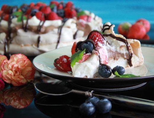 Pavlova-med-sjokoladekrem
