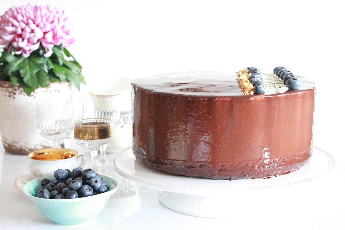 Sjokolademoussekake med peanøttbunn