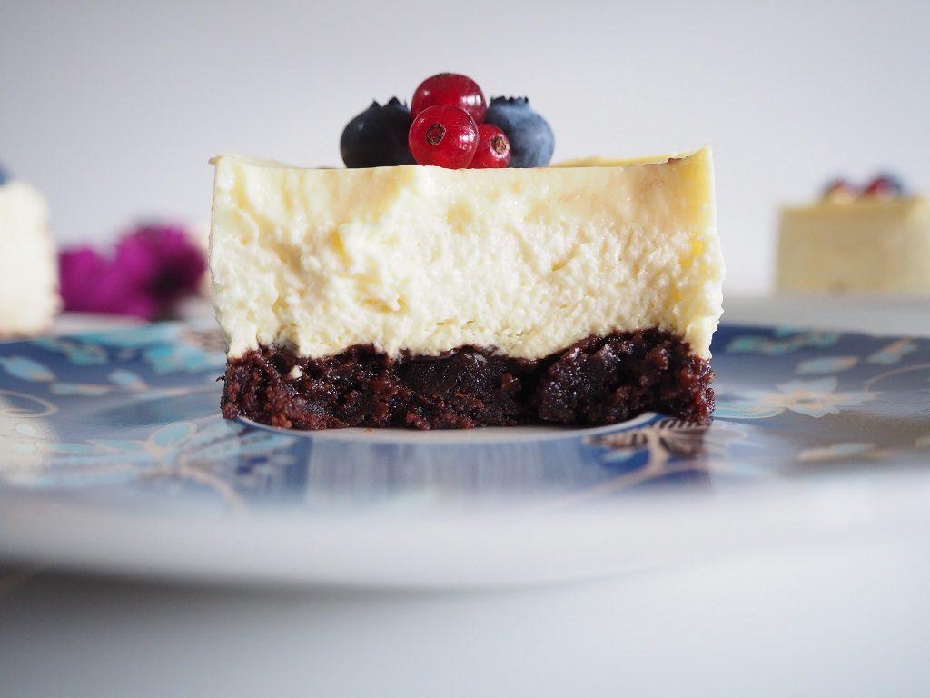 Brownie med vaniljemousse og vaniljelokk
