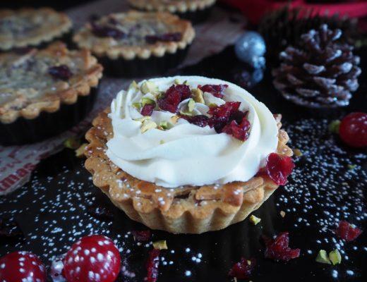 Julefyrste - fyrstekake med sjokolade, marsipan og tranebær