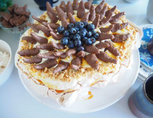 Smashing Pavlova med vaniljeyoghurtkrem - pavlova med smash