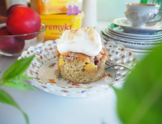 Nektarinkake - kake med nektarin - langpannekake med nektatriner