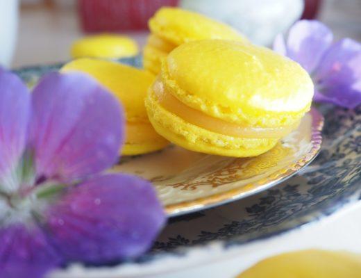 Makroner med nektarinfyll