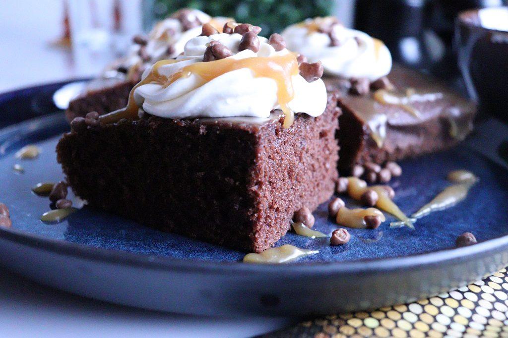 Sjokolade- og karamellkake i langpanne – karamelltopp med varm etteropplevelse