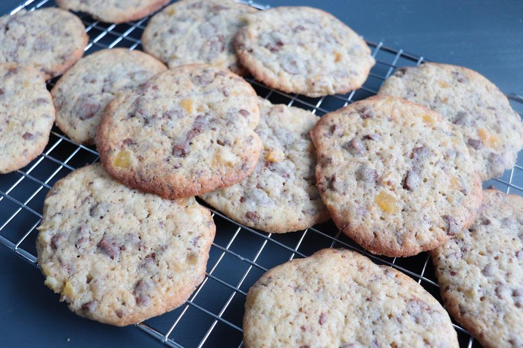 Vaniljecookies med sjokolade og tørket mango