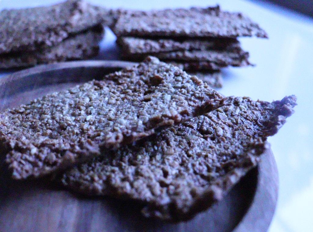 Knasende gode havreknekkebrød med smak av kanel - knekkebrød