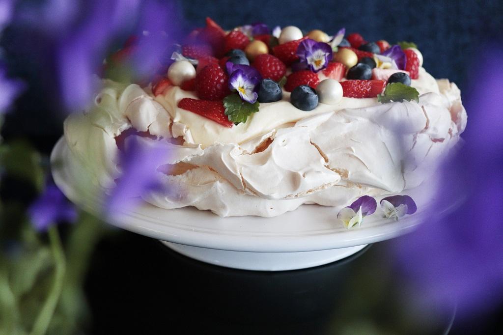 Pavlova med vaniljekrem - Oppskrift Idefull - Inspirert av Tove Holter