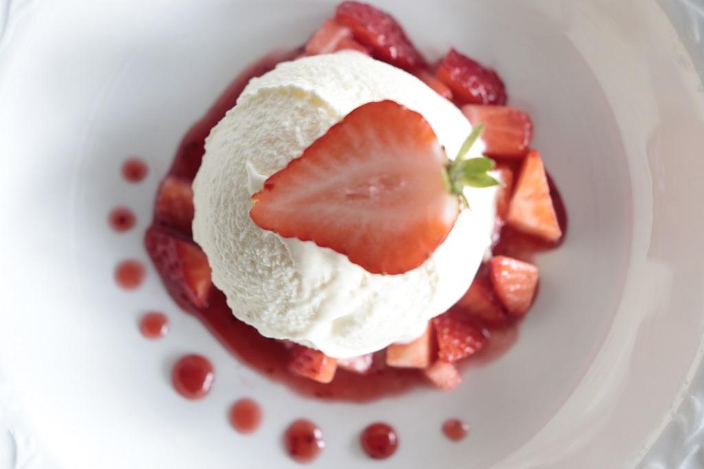 Rømmeiskrem - hjemmelaget iskrem med rømme - Oppskrift Idefull - Inspirert av Tove Holter